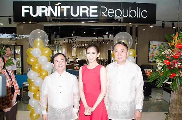 Sarah G. Loves A New Mid Level Furniture Showroom